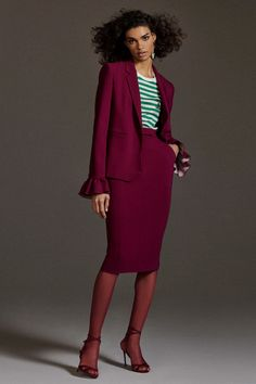 The complete Max Mara Pre-Fall 2020 fashion show now on Vogue Runway. 2020 Fashion Trends, Fashion 2020, Fashion News, Fashion Brands, Ladies Fashion, Fashion Designers, Fall Fashion, High Fashion, Max Mara