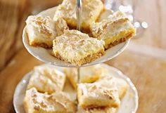 You are going to love this Luscious Lemon Coconut Meringue Slice and we have an easy video tutorial to show you how. This is beyond delicious. Coconut Slice, Lemon Coconut, Lemon Slice, Delicious Desserts, Yummy Food, Lemon Desserts, Lemon Meringue Pie, Meringue Recept, Biscuit Recipe