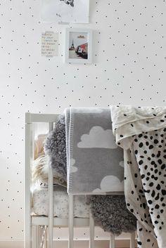 Naifandtastic:Decoración, craft, hecho a mano, restauracion muebles, casas pequeñas, boda: De nenes: Una pared de puntitos negros