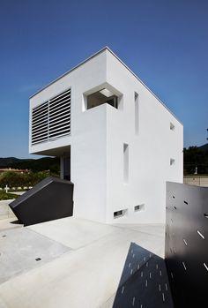 'cut house' by bamboo studio, brescia, italy