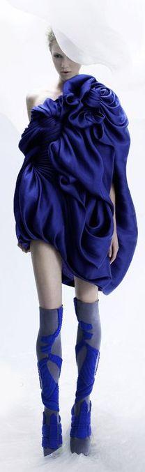 #ModeWalk - Yiqing Yin Couture #Paris #Fashion #Luxury #dress #bluedress #YiqingYin
