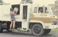 Garbo Truck - remember when your garbage was collected and emptied by a bloke wearing stubbies and footy socks? Love this, my dad would leave them a of beer at Christmas. Baby Boomer Years, Nostalgic Images, I Remember When, My Youth, Teenage Years, Old Tv, My Memory, The Good Old Days, Back In The Day