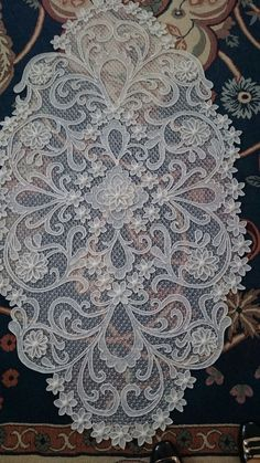 Crochet ideas that you'll love Gold Embroidery, Embroidered Lace, Lace Applique, Free Crochet Doily Patterns, Crochet Doilies, Lacemaking, Point Lace, Rose Lace, Bargello