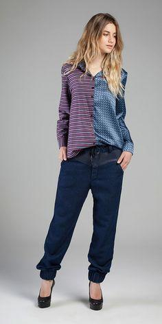 Camisa - Camisaria Linea des 37 e Charmeuse Basic Printed /// Calça - Indigo Comfort e Indileather® Touch 10 oz #jeanswear #indigo #conforto #indileather #jogger #detalhesesportivos #acetinados #estampados #gravataria #misturadeestampas #camisaria