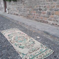Vintage runner rug Vintage Rugs, Oushak, Rug Runner, Rugs, Vintage Runner Rugs, Vintage, Small Rugs, Handmade Turkish Rugs, Turkish Rug