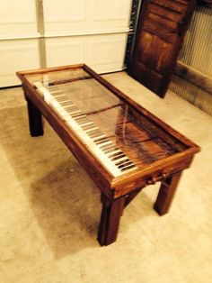FanScape Ginger Coffelt turned old piano into a musical style coffee table! Piano Desk, Piano Art, Piano Table, Piano Music, Music Furniture, Diy Furniture, Vieux Pianos, Piano Crafts, Home Design