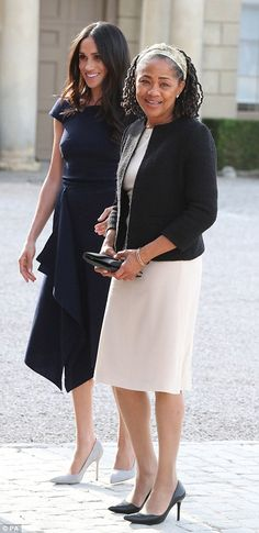 Like mother like daughter! Doria looked elegant and just as comfortable greeting the cameras as her daughter is