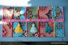 Ein krass buntes Täschchen, oder? Die Anleitung zum Downloaden findet ihr hier: http://www.kitschwerk-blog.de/diy-hippie-clutch/