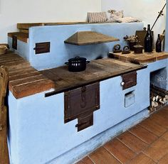 ... Old Stove, Stove Oven, Rocket Mass Heater, Pizza Oven Outdoor, Old Kitchen, Kitchen Ideas, Fire Cooking, Land Art, Firewood