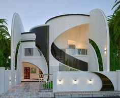 Architecture & Design Amazing Classic House Design Ideas - Engineering Discoveries How Garden Art Cr Classic House Design, Unique House Design, House Front Design, Futuristic Architecture, Architecture Design, Contemporary Architecture, Contemporary Houses, Sustainable Architecture, Residential Architecture