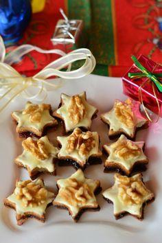 Vianočné pečivo s marcipánom a lekvárom - Recept pre každého kuchára, množstvo receptov pre pečenie a varenie. Recepty pre chutný život. Slovenské jedlá a medzinárodná kuchyňa Waffles, Cookies, Breakfast, Desserts, Food, Crack Crackers, Morning Coffee, Tailgate Desserts, Deserts