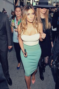 Kim Kardashian is so beautiful! This is probably one of my favourite outfits of hers.