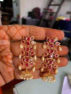 Indian Jewelry Earrings, Jewelry Design Earrings, Gold Earrings Designs, Gold Jewellery Design, Ear Jewelry, Small Earrings, Gold Wedding Jewelry, Bridal Jewelry, Gold Jewelry