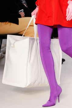 Balenciaga Spring 2017 Ready-to-Wear Accessories Photos - Vogue 1940s Fashion, High Fashion, Fashion Show, Fashion Outfits, Womens Fashion, Edwardian Fashion, Fashion Goth, Fashion Trends, Balenciaga Spring