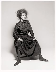 Credit: Terence Donovan Fashion editor Grace Coddington poses for the Daily Mail in Holborn, London, in January 1982 Become A Photographer, Alfred Stieglitz, Photo Engraving, Celebrity Photographers, Photographic Studio, Vintage Vogue, Vogue Fashion, Fashion Editor, London Fashion