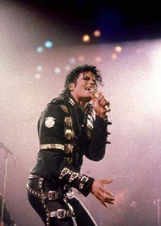 Michael Jackson Wanna Be Starting Something Live BAD European Tour