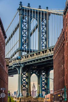 Manhattan Bridge with the Empire State building at the bottom Brooklyn - New York United States of America.  #brooklyn #newyork #ny #america #art #fineart #architecture #photography #decoracao #decoration #designdeinteriores #interordesign #manhattan #bridge #engineering #empirestate #building #urban #vintage #mmorenofoto