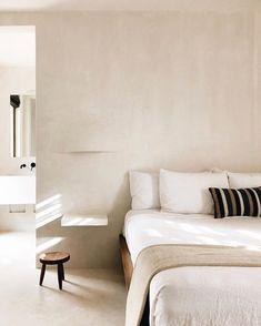 Linen Venice Set Minimal is better. Clay inspired walls with white linen bedding at the Casa Pueblo Tulum. Minimal Bedroom, Modern Bedroom, Master Bedroom, Natural Bedroom, Eclectic Bedrooms, Bedroom Sofa, Bedroom Rustic, Contemporary Bedroom, Bedroom Furniture