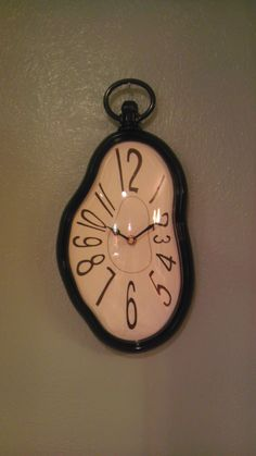 Perfect clock for an Alice room! I could just spray paint it a bright cheerful color for her ❤️