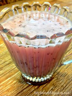 Red Wine Vinegar Poppy Seed Salad Dressing- this easy to make homemade salad dressing is yummy and goes perfectly with nearly any salad!
