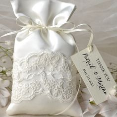 FAVOR BAGS & TAGS #4lovepolkadots #rusticwedding #rusticinvitation #burlap #lace #weddingideas #weddingstyle #invitation #invitations #forestwedding #ecowedding #bridetobe #bridal #marriage #love #whiteday #weddings #lovebirds #boho #ecopaper #forest #favors #bags #gifts #ecru #lace #white