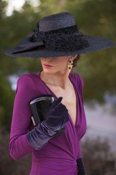 LA MÁS MONA Fancy Hats, Cute Hats, Girl Fashion, Fashion Dresses, Womens Fashion, Vintage Outfits, Vintage Fashion, Pin Up Outfits, Velvet Fashion