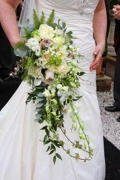 Bridal wedding flowers http://weddingflowersideas.blogspot.com/2014/05/bridal-wedding-flowers.html