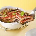 La versione meno calorica della classica parmigiana con la ricotta al posto della mozzarella e le melanzane grigliate. Prova la ricetta light di Sale&Pepe.