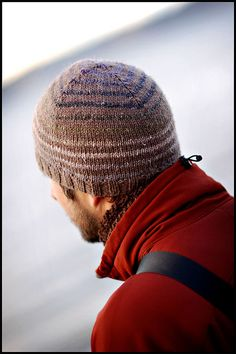 Turn a Square by Brooklyn Tweed. A simple striped beanie pattern that plays with self-striping yarns and is perfect for using up worsted weight yarn scraps and practicing the jogless stripe technique. Brooklyn Tweed, Style Brooklyn, Knitting Daily, Free Knitting, Beginner Knitting, Beanie Pattern, Hats For Men, Knitting Projects, Knitted Hats