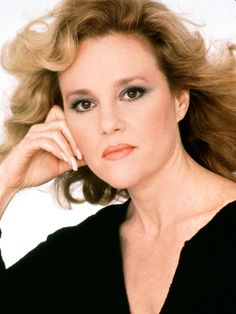 Listen to music from Madeline Kahn like Getting Married Today, I'm Tired & more. Find the latest tracks, albums, and images from Madeline Kahn. Madeline Kahn, Hollywood Stars, Classic Hollywood, Famous Women, Famous People, Actor Secundario, It's All Happening, Young Frankenstein, Photo Portrait