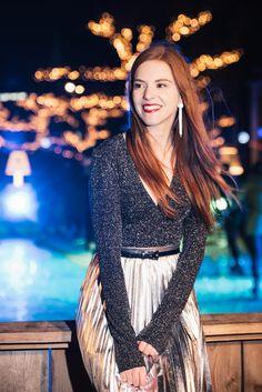 Outfit | A Shiny Christmas - Glitter body top @modemusthaves, metallic pleat midi skirt @pullbear - Retro Sonja Dutch Fashion Blogger Amsterdam - www.retrosonja.com