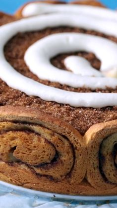 Cinnamon Roll Cheesecake-Always have a knife you your purse.in case of a cheesecake or cinnamon roll or both! Brownie Desserts, Mini Desserts, Just Desserts, Delicious Desserts, Yummy Food, Cinnamon Roll Cheesecake, Cheesecake Recipes, Dessert Recipes, Coconut Dessert