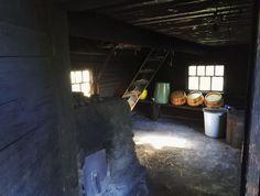 Savusaunan lempeät löylyt vaativat lämmittäjältä kärsivällisyyttä – hyvin pidetty sauna kestää satoja vuosia