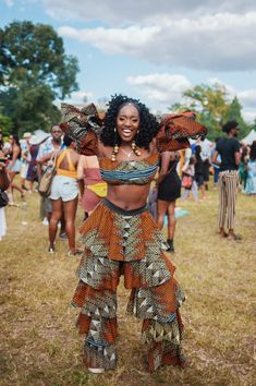 The Best Fashion Moments At Afropunk Brooklyn 2019 - Essence No one does style like the Afropunk crowd and this weekend's festival continued the tradition of fly fits and regal hair. Lollapalooza, Coachella, Make Up Cosmetics, Punk Mode, Vestidos Chiffon, Style Afro, Afro Punk Fashion, Gothic Fashion, Punk Chic