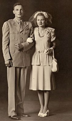 G&G readers share photos of their families' love stories Vintage Couples, Vintage Wedding Photos, Vintage Bridal, Wedding Pics, Vintage Photos, Vintage Weddings, 1940s Wedding, Wedding Couples, Wedding Dresses