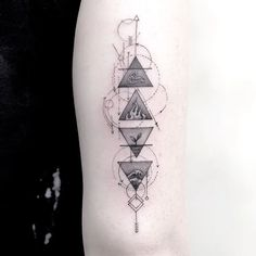 Not all tattoos have to be meaningful, not all meaningful tattoos have to be big to prove things. Here are small tattoos with big meanings. Dreieckiges Tattoos, Finger Tattoos, Body Art Tattoos, Hand Tattoos, Sleeve Tattoos, Buddha Tattoos, Four Elements Tattoo, 4 Elements, Element Tattoo