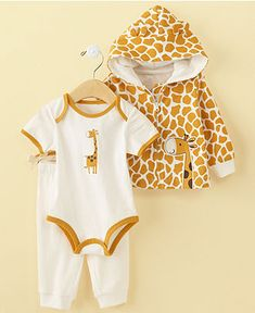 Piece Giraffe Set - they say this is a boy's set....why couldn't a girl wear giraffes?