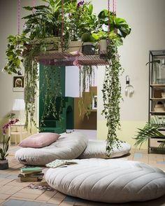 """5,032 curtidas, 40 comentários - CASA CLAUDIA (@revistacasaclaudia) no Instagram: """"#inspiraçãododia Este cantinho da sala, com móveis da IKEA, tem como peça principal o jardim…"""""""