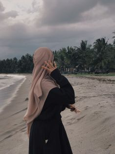 Casual Hijab Outfit, Ootd Hijab, Hijabi Girl, Girl Hijab, Muslim Women Fashion, Applis Photo, Islamic Wallpaper, Nature Aesthetic, Islamic Pictures