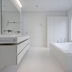 Fragmentos de Arquitectura | Quinta da Marinha | Arquitetura | Architecture | Atelier | Design | Indoor | Details | White | Minimal | Stairs | Minimalism | White | Bathroom