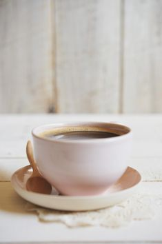 cup love | soft pink and golden tones coffee!