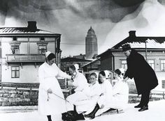 Senior physician Arvo Ylppö and Children's Hospital nurses (Lastenlinnan henkilökuntaa). Photo: unknown Suomi (Finland), Helsinki, 1921
