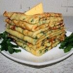Cheese pancakes with parsley Ingredients: flour - 1 tbsp. cow's milk - Article Cheese (hard) - 150 g Eggs - 2 pcs. Fruit Recipes, New Recipes, Cooking Recipes, Healthy Recipes, Supper Recipes, Appetizer Recipes, Cheese Pancakes, Gujarati Recipes, Gujarati Food
