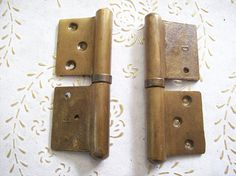 Cerniere dell'annata Italia spazzolato in ottone per porte Antique Hinges, Door Handles, Antiques, Vintage, Italia, Antiquities, Antique, Door Knobs, Door Knob