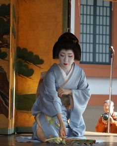 February 2017: geiko Umeshizu dancing at Kitano... - A blog about the maiko and geiko of Kamishichiken