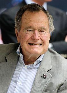 ジョージ・H・W・ブッシュ元米大統領=2013年12月、ヒューストン(AFP=時事) ▼24Dec2014時事通信|ブッシュ元大統領が病院搬送=息切れを訴え-米メディア http://www.jiji.com/jc/zc?k=201412/2014122400397