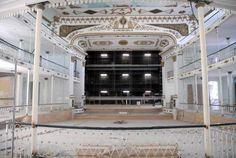 Restauración del escenario del Teatro Martí