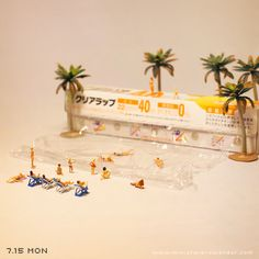 """""""Beach"""" miniature photography - incredibly enchanting and surreal worlds made of little people - It's a small world afterall! Creative macro lens photography http://miniature-calendar.com/130715/"""