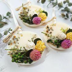オブイエローなサシェ♡ 秋〜春、期間限定商品のソイワックスサシェも好評をいただいております♬好きなものを作って好きって言ってくれるひとがいるっていぃ(*n´ω`n*) #chubby_round #handmade#natural#materials #aroma#sachet#aromabar #essentialoil#botanical #wax#flower#herb#autumn #present#gift#minne #アロマ#ワックスサシェ #ボタニカル#自然素材#秋 #ハンドメイド#インテリア #プレゼント#ギフト
