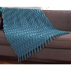 Vertical Zigzag Throw - Chunky ripple pattern knit from side to side makes this throw soft and warm. Knitted Throw Patterns, Knitted Afghans, Knitted Blankets, Knitting Patterns, Knitting Stitches, Free Knitting, Yarn Colors, Zig Zag, Free Pattern